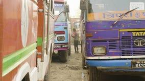 加德满都,尼泊尔- 2018年3月:游览车从中止,行军离开, 2018年 股票视频