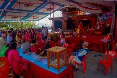 加德满都,尼泊尔- 2017年9月04日:人人群在的Bindabasini寺庙里面的 寺庙致力 免版税库存图片