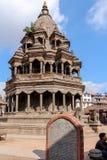 加德满都,尼泊尔- 2016年11月03日:克里希纳寺庙在Patan Durbar广场在一个晴天,尼泊尔,亚洲 免版税库存照片