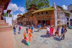 加德满都,尼泊尔2017年10月15日:未认出人走愉快在镇围拢的街道老 图库摄影