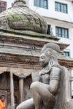 加德满都,尼泊尔- 2016年11月02日:鹰报,大神话象鸟的生物石雕象在印度神话方面在尼泊尔 库存图片
