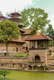 加德满都,尼泊尔- 2016年11月03日:Bhandarkhal储水箱,一次主要供应宫殿的水, Patan Durbar广场 免版税图库摄影