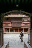 加德满都,尼泊尔- 2016年11月02日:联合国科教文组织世界遗产名录站点Patan博物馆王宫Chowk或庭院在Durbar广场 库存照片