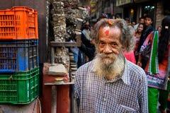 加德满都的尼泊尔年长街道上的人 库存照片