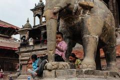 加德满都,尼泊尔, 04/04/2012,旅行尼泊尔,尼泊尔孩子 免版税库存图片