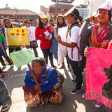 加德满都,尼泊尔-参加者在竞选内抗议结束暴力反对妇女 库存照片