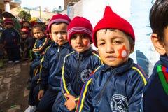加德满都,尼泊尔-在教训期间的学生在小学 库存照片