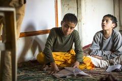 加德满都,尼泊尔-教训的孩子在Jagadguru学校 库存照片