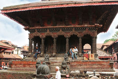 加德满都,尼泊尔- 2012年4月:Patan Durbar广场的看法 免版税库存照片