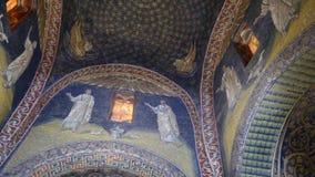 加拉・普拉西提阿陵墓内部教堂装饰与五颜六色的马赛克在拉韦纳 影视素材