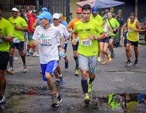 加拉加斯,委内瑞拉- 2016年4月24日:在CAF马拉松42K的马拉松运动员 免版税库存照片
