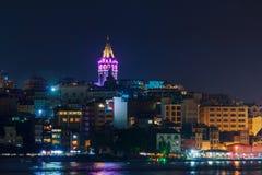 加拉塔塔和区夜视图从海 火鸡 免版税库存图片