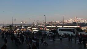 加拉塔塔/伊斯坦布尔市/eminönà ¼桥梁/人们/时间间隔/回教/2015年12月 股票视频