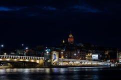加拉塔桥梁在晚上我 免版税图库摄影