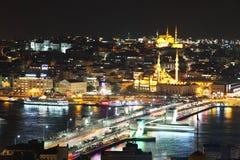 加拉塔桥梁在从加拉塔塔的晚上 免版税库存图片