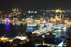 加拉塔桥梁在从加拉塔塔的晚上 库存图片