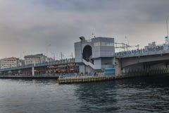 加拉塔桥梁金黄垫铁在伊斯坦布尔 库存图片