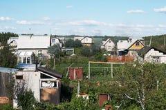 加拿大乡间别墅街道多伦多 庭院绿色 蓝天 库存照片