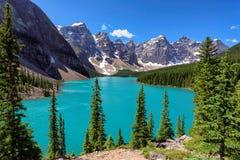 加拿大人的罗基斯美丽的梦莲湖 免版税库存图片