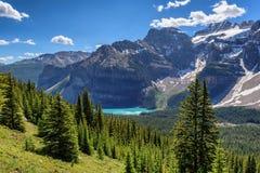 加拿大人罗基斯, Moraine湖在班夫国家公园 库存照片