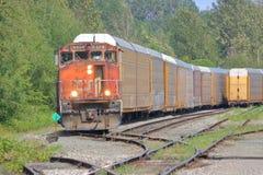 加拿大全国火车在路轨围场 库存图片