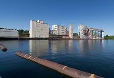 加拿大内陆的壁画安大略筒仓江边 免版税库存图片