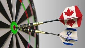 加拿大和以色列的旗子击中目标的舷窗的箭的 概念性的国际合作或的竞争 影视素材