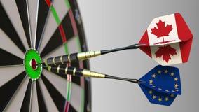 加拿大和欧盟旗子在击中目标的舷窗的箭 国际合作或竞争 影视素材
