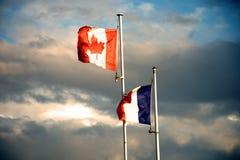 加拿大和法国旗子 免版税库存图片