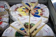 加拿大咸味干乳酪待售在圣劳伦斯湾市场上在多伦多 免版税库存照片