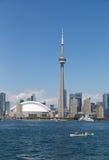 加拿大国家电视塔和独木舟 免版税库存照片