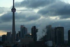 加拿大国家电视塔和都市周围 库存图片