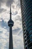 加拿大国家电视塔在街市的多伦多 库存图片