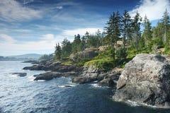 加拿大岩石海岸的海洋 免版税库存图片