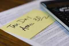 加拿大税天4月30日报税表和计算器 免版税库存照片