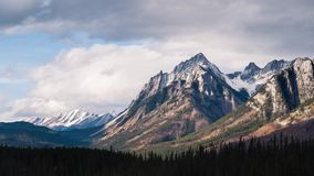加拿大罗基斯的定期流逝在夏天 股票视频