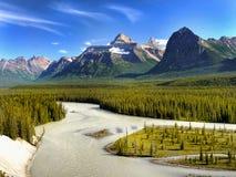 加拿大,班夫国家公园,山河场面 免版税库存照片