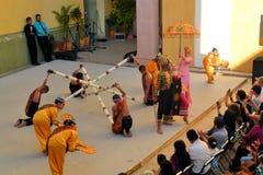 加拿大Philippino舞蹈小组执行 免版税库存图片