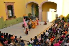 加拿大Philippino舞蹈小组执行 库存图片