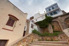 更加气味强烈的摩洛哥 麦地那与石台阶的街道视图 图库摄影