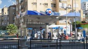 加油站十在市中心 免版税库存照片