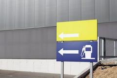 加油站和空白的信号 免版税图库摄影