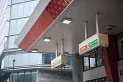 加油站在城市 免版税库存图片