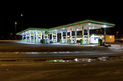 加油站在晚上 库存图片