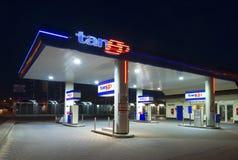 加油站在晚上 免版税库存图片