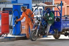 加油站工作者,摩洛哥 免版税库存图片