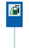 加油站路标,绿色能量概念汽油燃料填装的交通服务路旁标志,被隔绝的蓝色汽油汽油箱 图库摄影