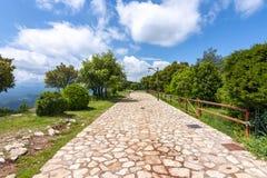 加泰罗尼亚山的塔韦泰特村庄在巴塞罗那,西班牙附近 免版税库存图片