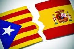 加泰罗尼亚的亲独立旗子和西班牙旗子 免版税库存照片
