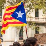 加泰罗尼亚的旗子,抗议的示范在巴塞罗那,卡塔龙尼亚,西班牙 库存照片